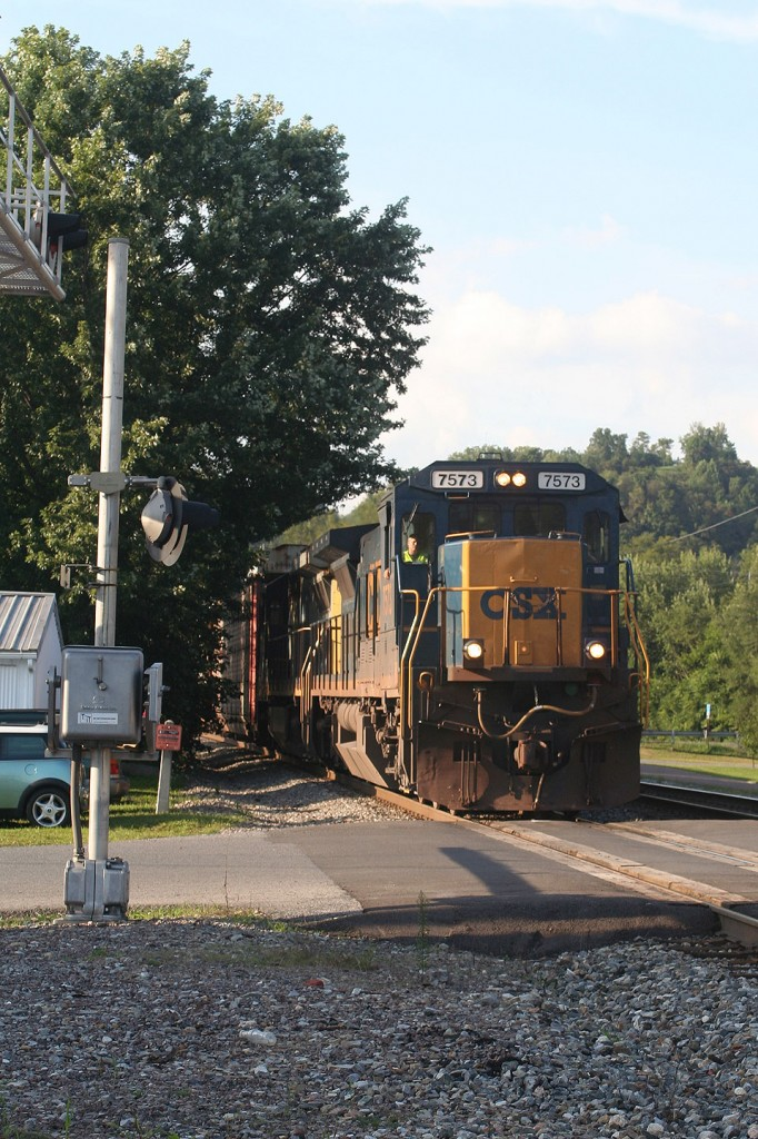 This photo really demonstrates the differences between the former PRR NS mainlines and CSX's former B&O route. Notice the tree growing out and over the heavily used mainline, which is something the PRR and NS would definitely never have happened.