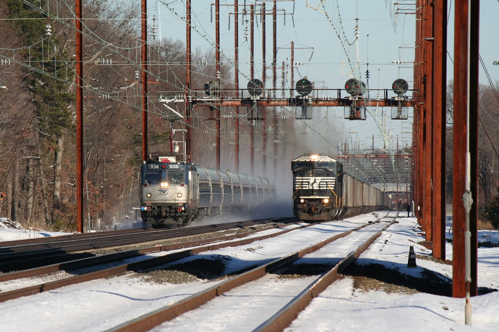 Amtrak Regional Passed NS 80MACs on 590