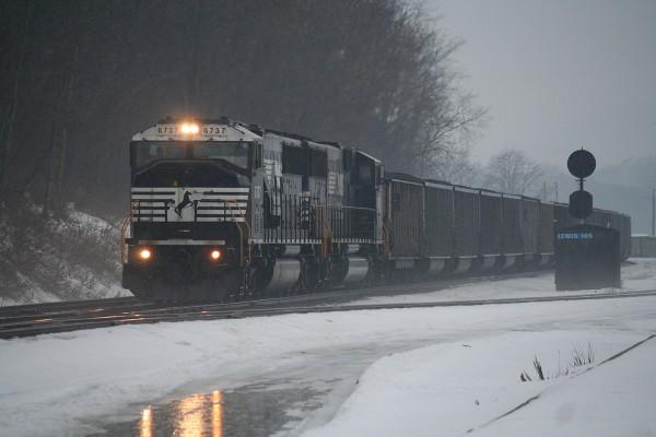 NS Strawberry Ridge Coal Train at Lewistown