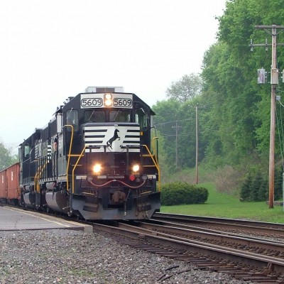 MOW Train Heading West Through Lewistown PA