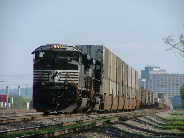 NS SD70M-2 Leads a Westound Intermodal at Harrisburg