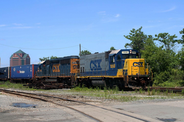 CSX GP15-1 1558 at Newkirk St