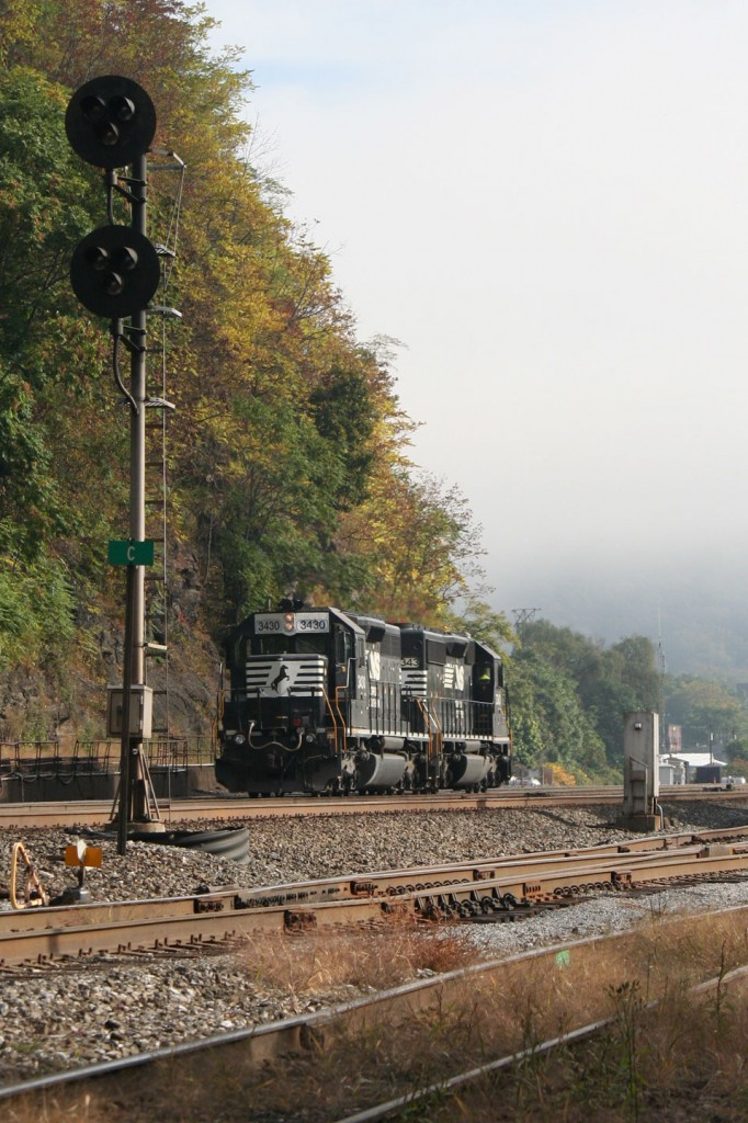 The SD40-2s rolling past the signals at C.