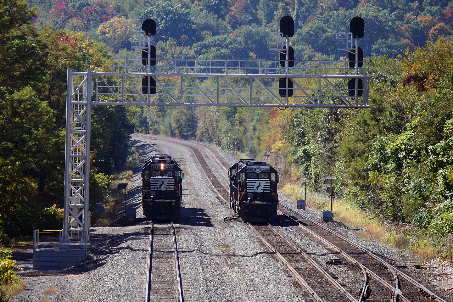 Two pairs of SD40Es hang out at the west end of CP Altoona.