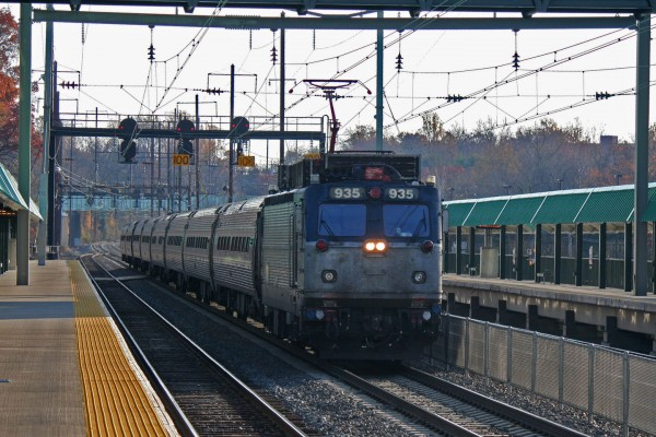 2014-11-15-Halethorpe-Amtrak-AEM7
