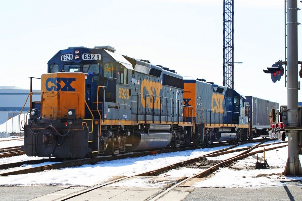 A GP40-2/RMDT set get ready to pull out of Penn Mary yard.