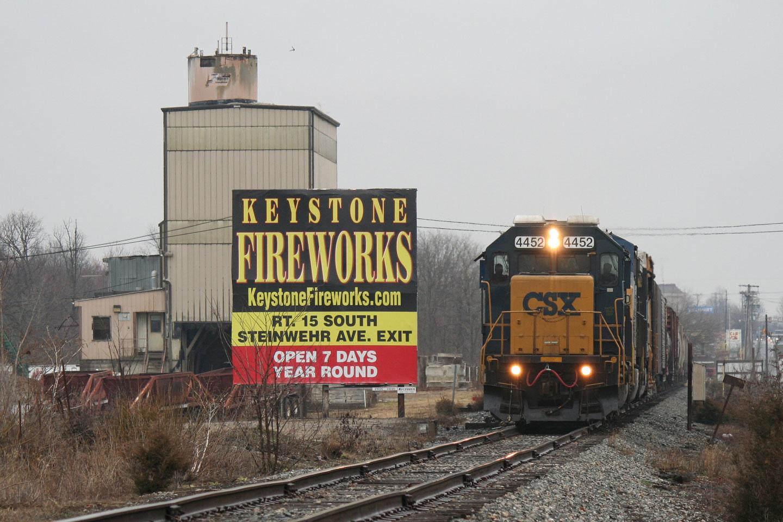 2015-04-03-CSX-D795-Gettysburg-Fireworks