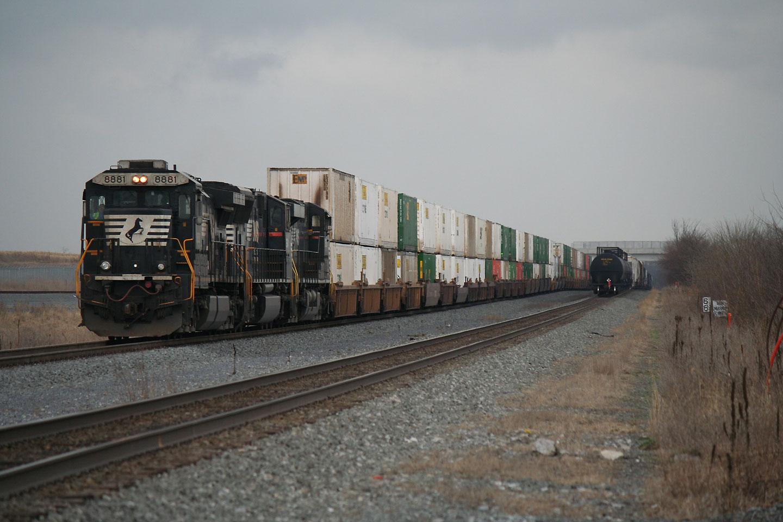 2015-04-03-NS-Greencastle-Stack-Train