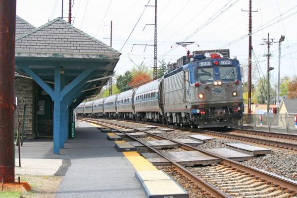 2015-04-25-Philly-Amtrak-Prospect-AEM7-923