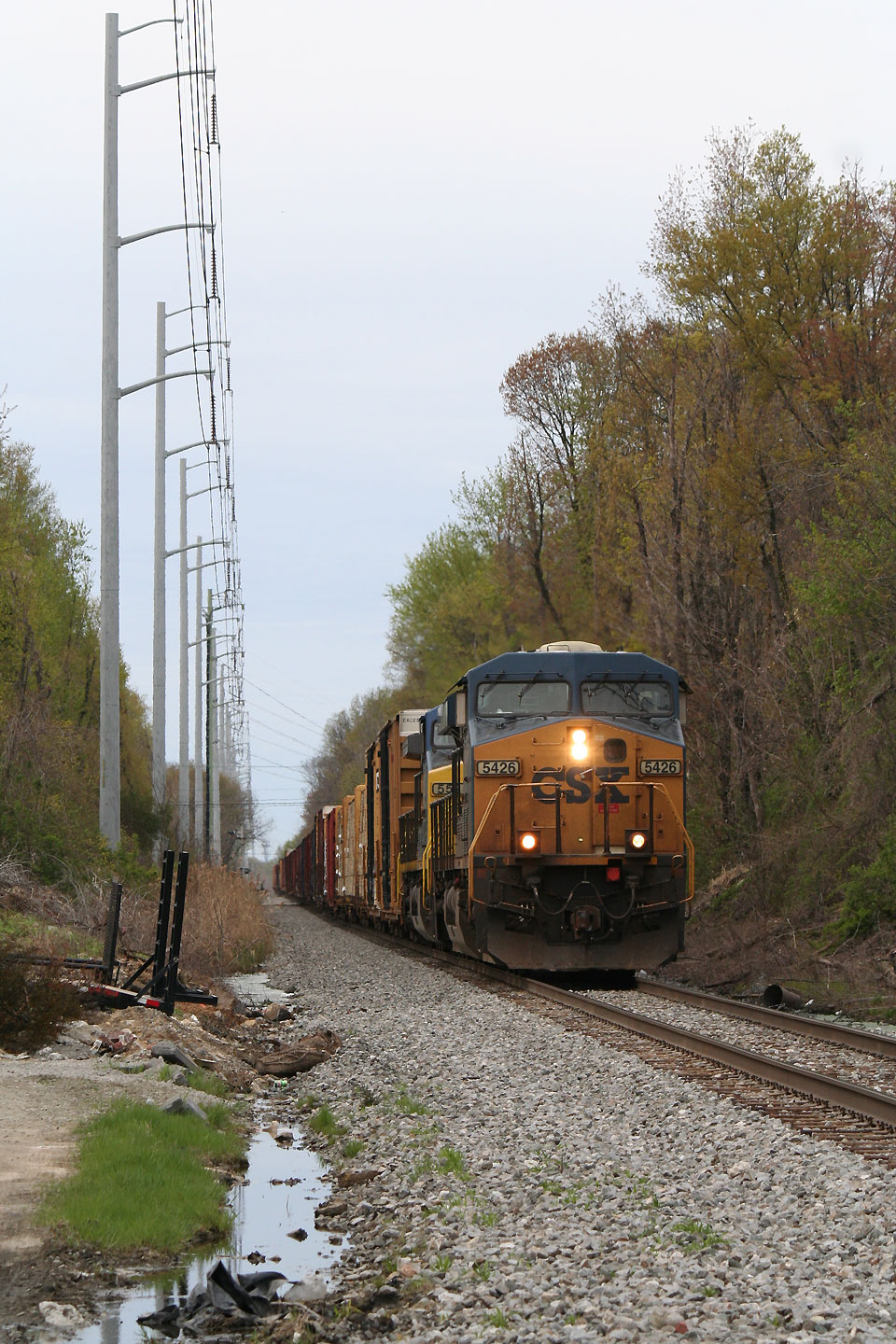 Q406-25 at Oak Avenue on the CSX Philly sub.
