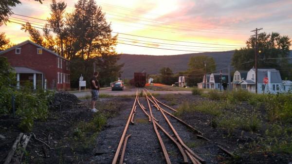 2015-08-21-20.11 Mount Union Conrail Hoppers Ben Perplexed